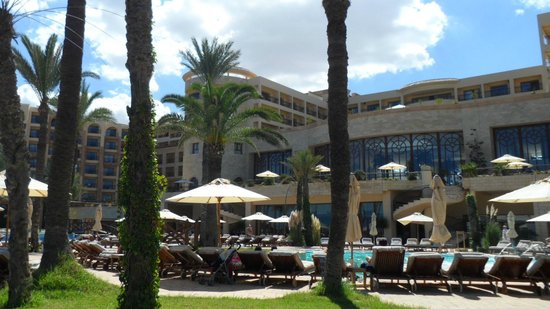Movenpick Resort & Marine Spa Sousse: Die Pool - und Gartenanlage