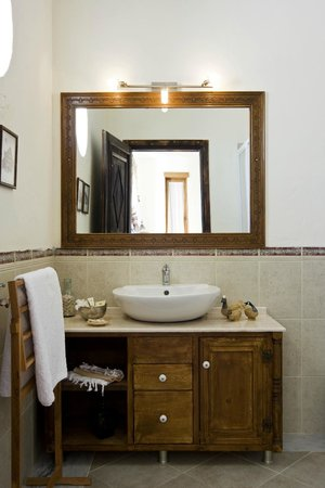Sedirli Ev: bathroom
