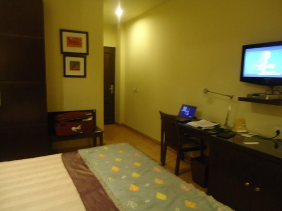 juSTa Greater Kailash, New Delhi: Second view of the room