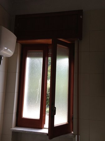 Sant'Angelo Resort & Spa : finestra bagno