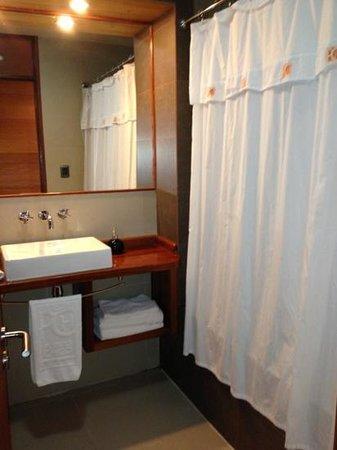Puerto Chico Hotel: baño hab superior
