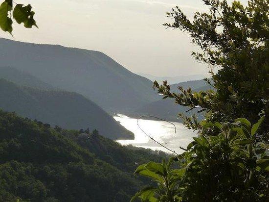 Albergo Diffuso Crispolti: Lago di Piediluco visto dalle camere dell'albergo