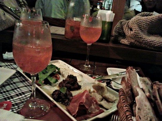 Prima Bruschetteria : Antepasto italiano com drinks fresquinhos e deliciosos !!