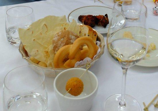 Hotel Cortina: 豊富で美味しいおつまみ