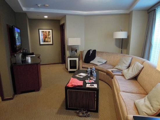 Battery Wharf Hotel, Boston Waterfront: Gold One Bed Suite Lounge