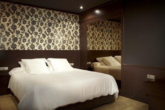 Gava, Spagna: Motel Punt 14 & Suite | Habitación por horas con espejos