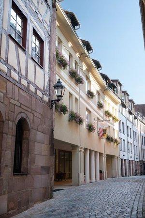 Hotel Agneshof: Außenansicht bei Tag