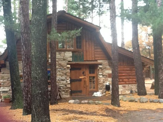 Big Bear Hideaway: The Grizzly Cabin (or as we like to call it Snow Whites Cottage)