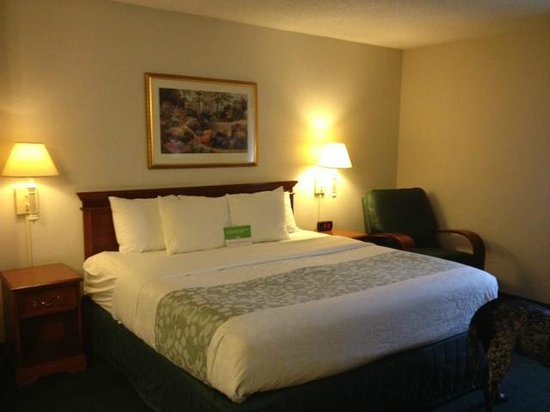 La Quinta Inn & Suites Brunswick : comfy bed