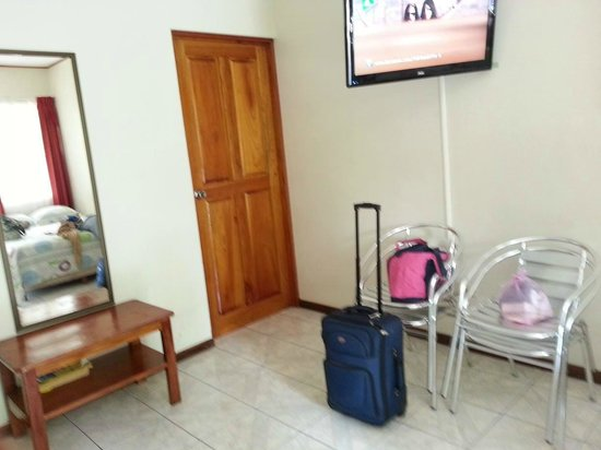 Apartotel Costa Arenas: lLa otra cama con baño y tv cable