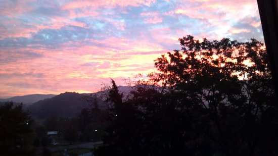 Prospect Hill Bed & Breakfast Inn : Sunrise outside room