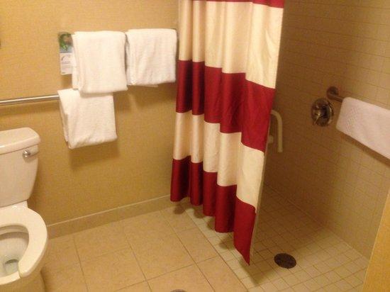 Residence Inn Concord: Walk in shower