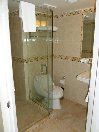 Hotel Ocean: Bathroom