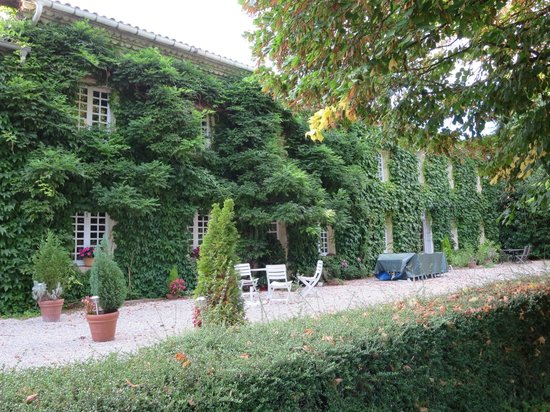 Domaine de Jean-Pierre : The front of the house.