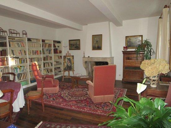 Domaine de Jean-Pierre : Living/sitting room.