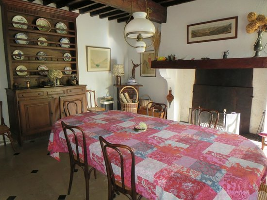 Domaine de Jean-Pierre : The dining room for breakfast.