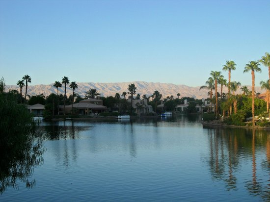 The Chateau at Lake La Quinta : Lake and Mountains