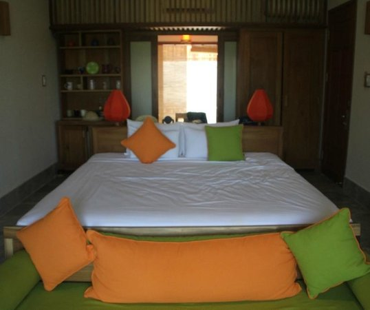 Hoi An Chic Hotel Simple And Clean Bedroom Setting