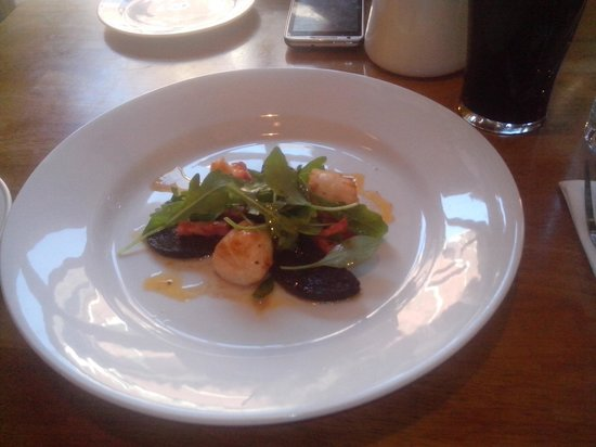 Ginger Bistro: Scallops with Blackpudding