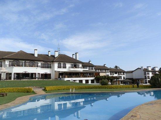Fairmont Mount Kenya Safari Club: Pool view