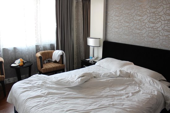 Church Boutique Hotel Hang Gai : Very small room