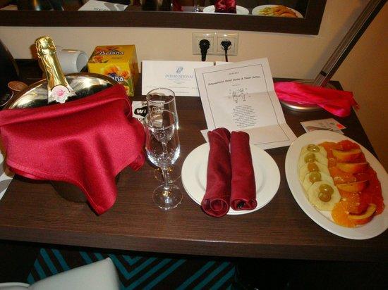 INTERNATIONAL Hotel Casino & Tower Suites : Комплимент от отеля