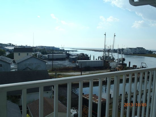 Hampton Inn and Suites Chincoteague-Waterfront: Room is next to the Fishery