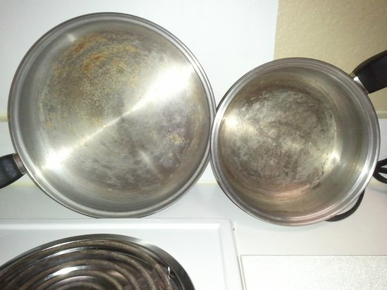 Extended Stay America - Pleasant Hill - Buskirk Ave.: this is the cookware provided.