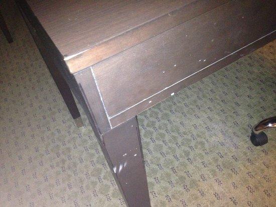 La Quinta Inn & Suites Austin - Cedar Park: Beat up table.