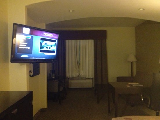 La Quinta Inn & Suites Austin - Cedar Park: Executive King Room.