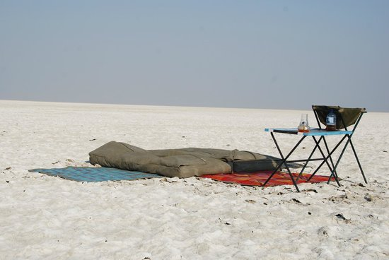 Meno a Kwena Tented Camp: Sleep out on the salt pans