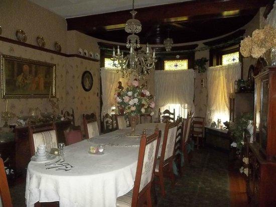 Grammy Rose's Bed & Breakfast : Dining Room