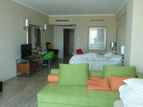 Atrium Platinum Hotel: Room 445 - think we were upgraded to a junior suite