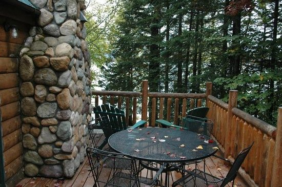 Moosehead Hills Cabins : The deck