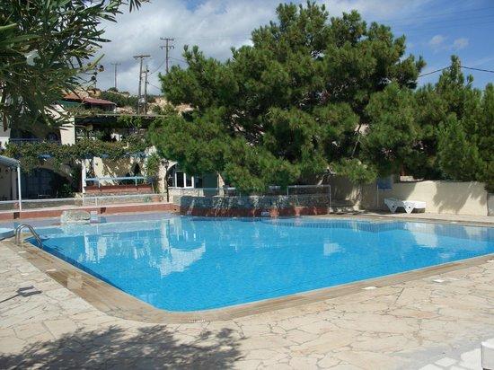 Aroma Creta Hotel Apartments & Spa : Бассейн