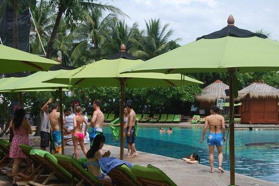 Hard Rock Hotel Pattaya: бассейн на территории отеля