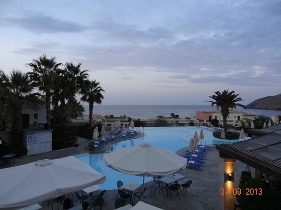 Grecotel Club Marine Palace: another view of the pool