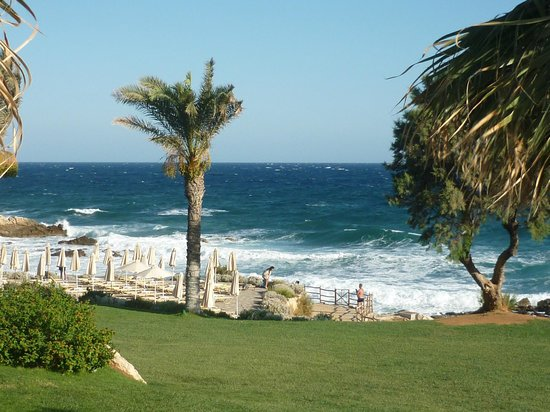 Grecotel Club Marine Palace: view of the beach from the greek tavern of the hotel