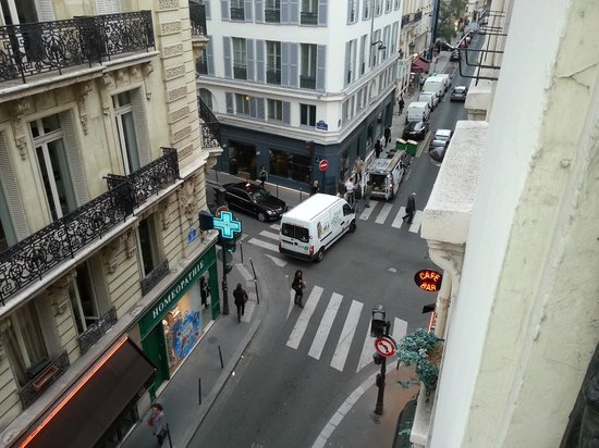 Hotellerie Paris Saint-Honore : Vista desde el balcón. Zona muy tranquila.