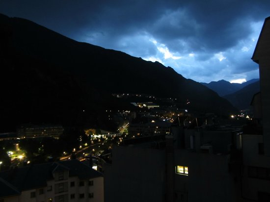 Hotel De L'Isard : View from hotel room at night