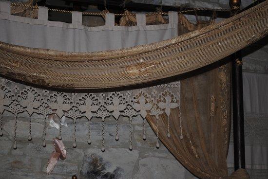 Stratos ArtDeco House : particolare del letto