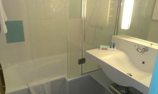 Novotel Newcastle Airport : Bathroom