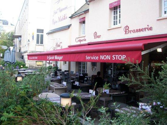 Hôtel Reine Mathilde : View of the terrace restaurant.
