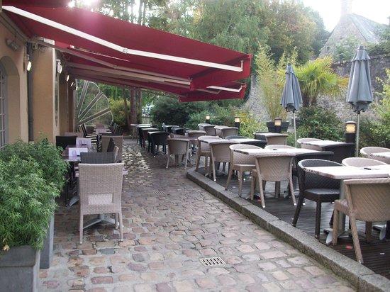 Hotel Reine Mathilde: the outside terrace of the restaurant