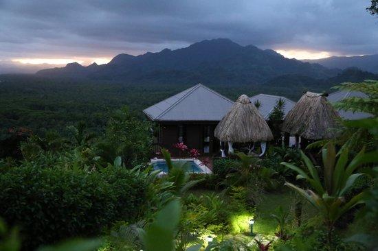 Emaho Sekawa Resort: Infinite pool