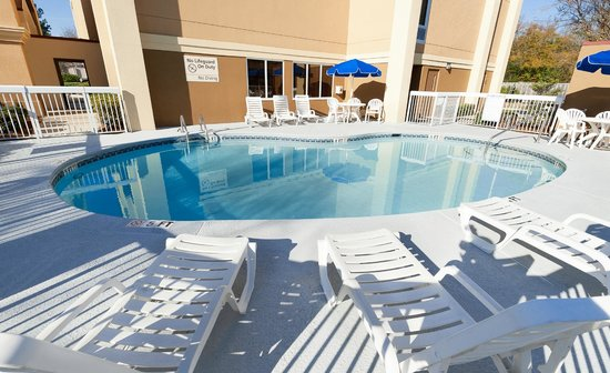 Hampton Inn Lexington/Columbia: Outdoor Pool