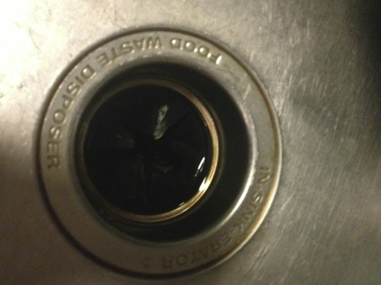 Shilo Inn & Suites - Salmon Creek: Dirty Garbage Disposal