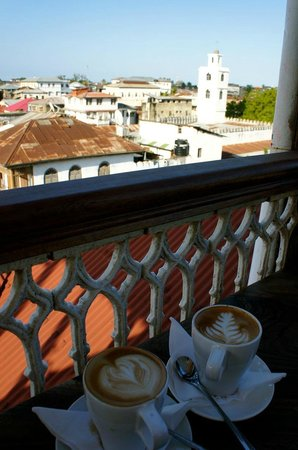 Zanzibar Coffee House: Lattes at breakfast
