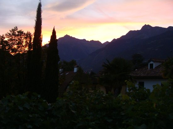 Ottmanngut Suite and Breakfast: Sunset over the mountains