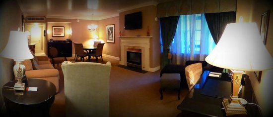 The Hotel Roanoke & Conference Center, Curio Collection by Hilton: Biggest and most luxurious executive suite I've stayed in